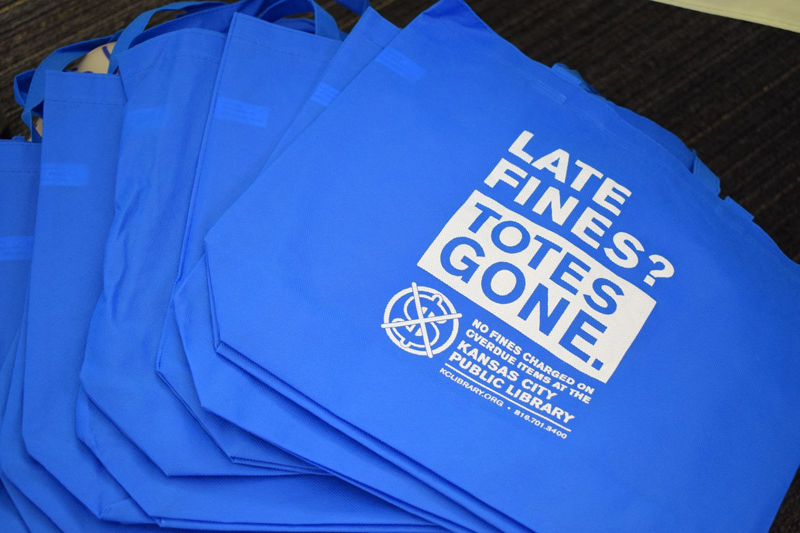 Limited-edition tote bags image