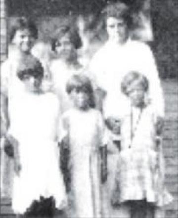 Dorothy Gallagher with children